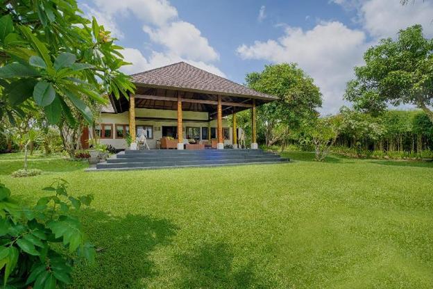 5BR. Kutus Kutus Ketewel Villa Pool & Breakfast