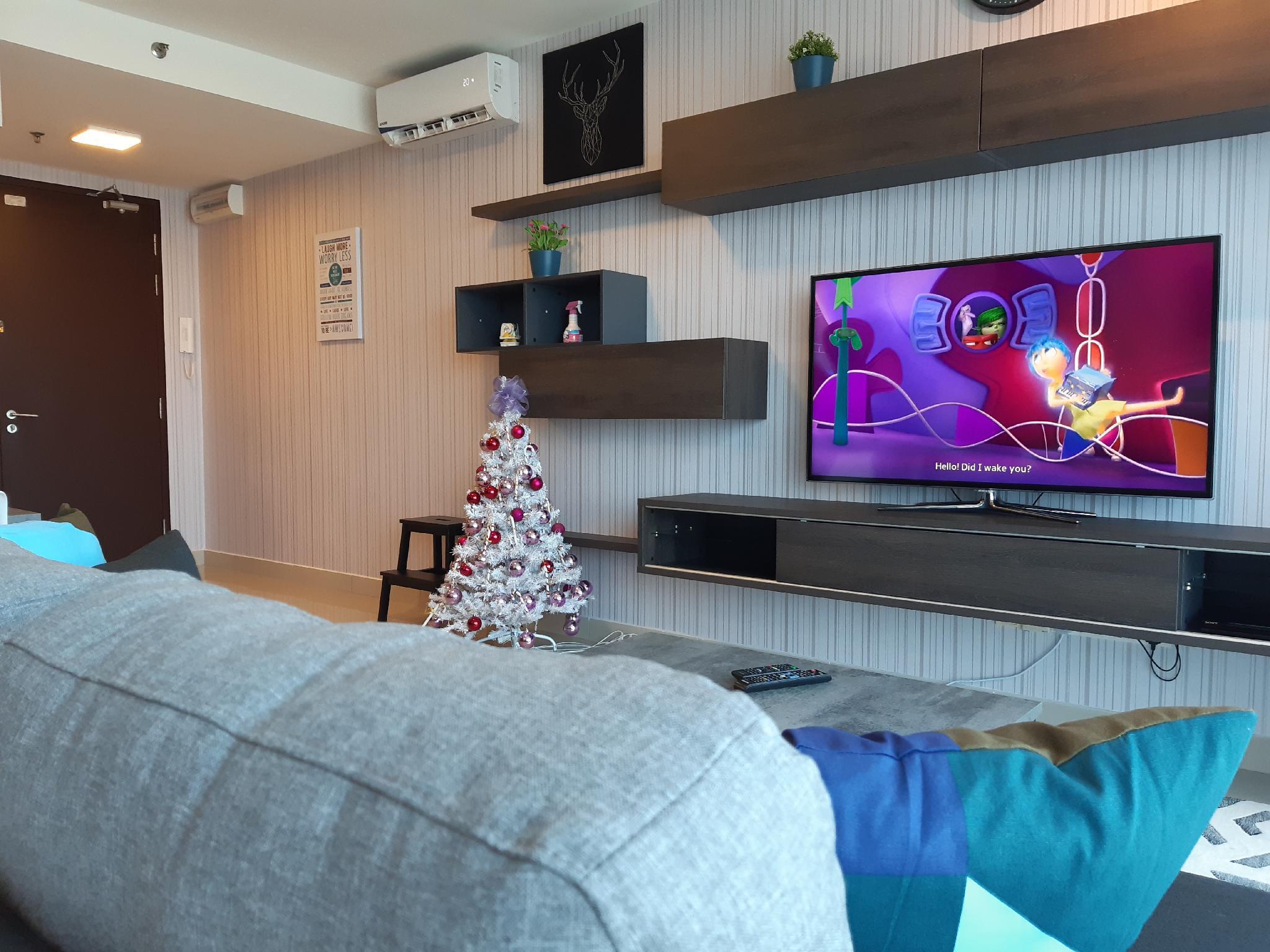 Top Floor HomeStay + Free Wifi And 55' Inch Big TV