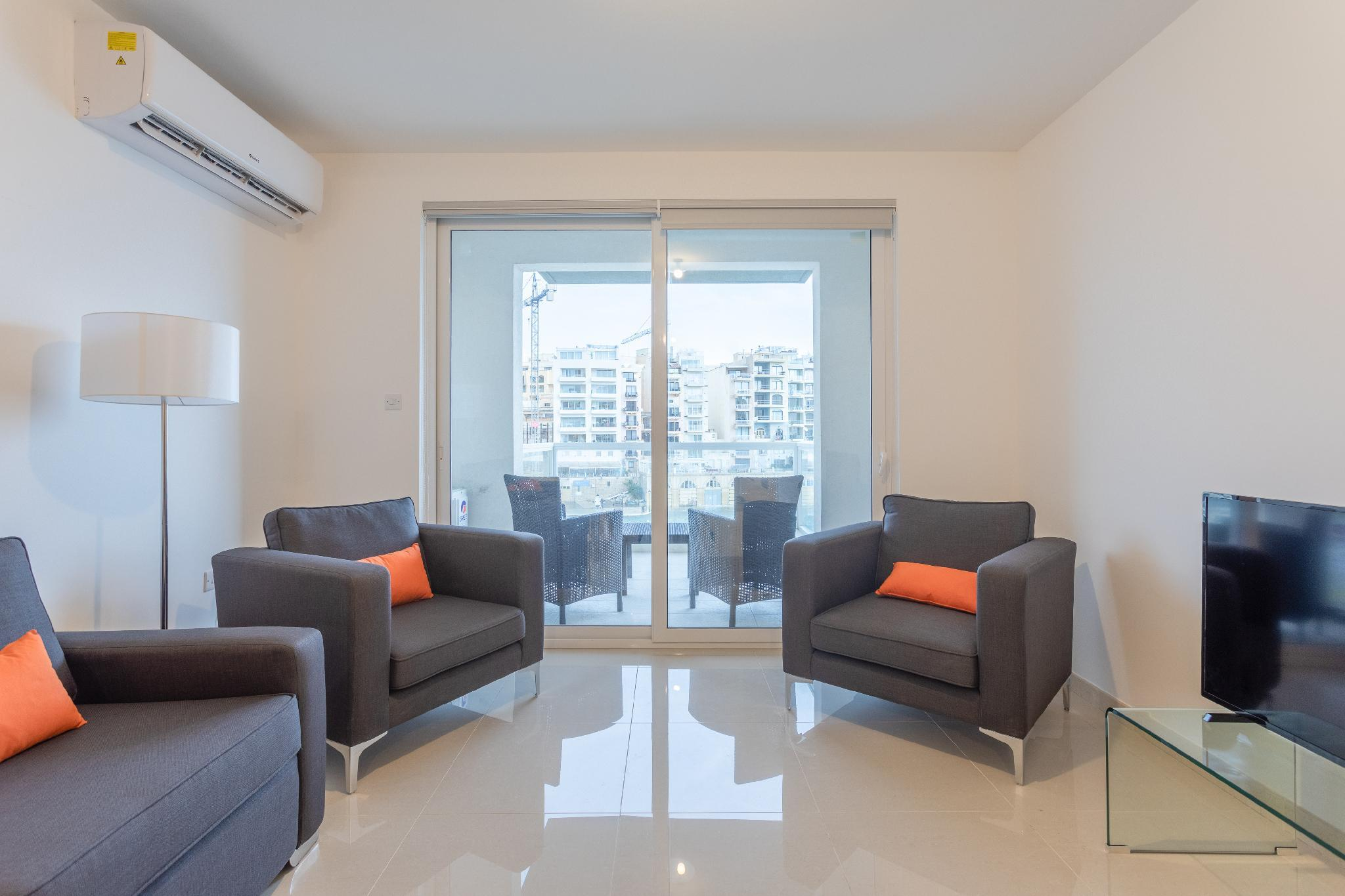 LOVELY 2BR SEAFRONT FLAT WITH VIEWS OF SPINOLA BAY