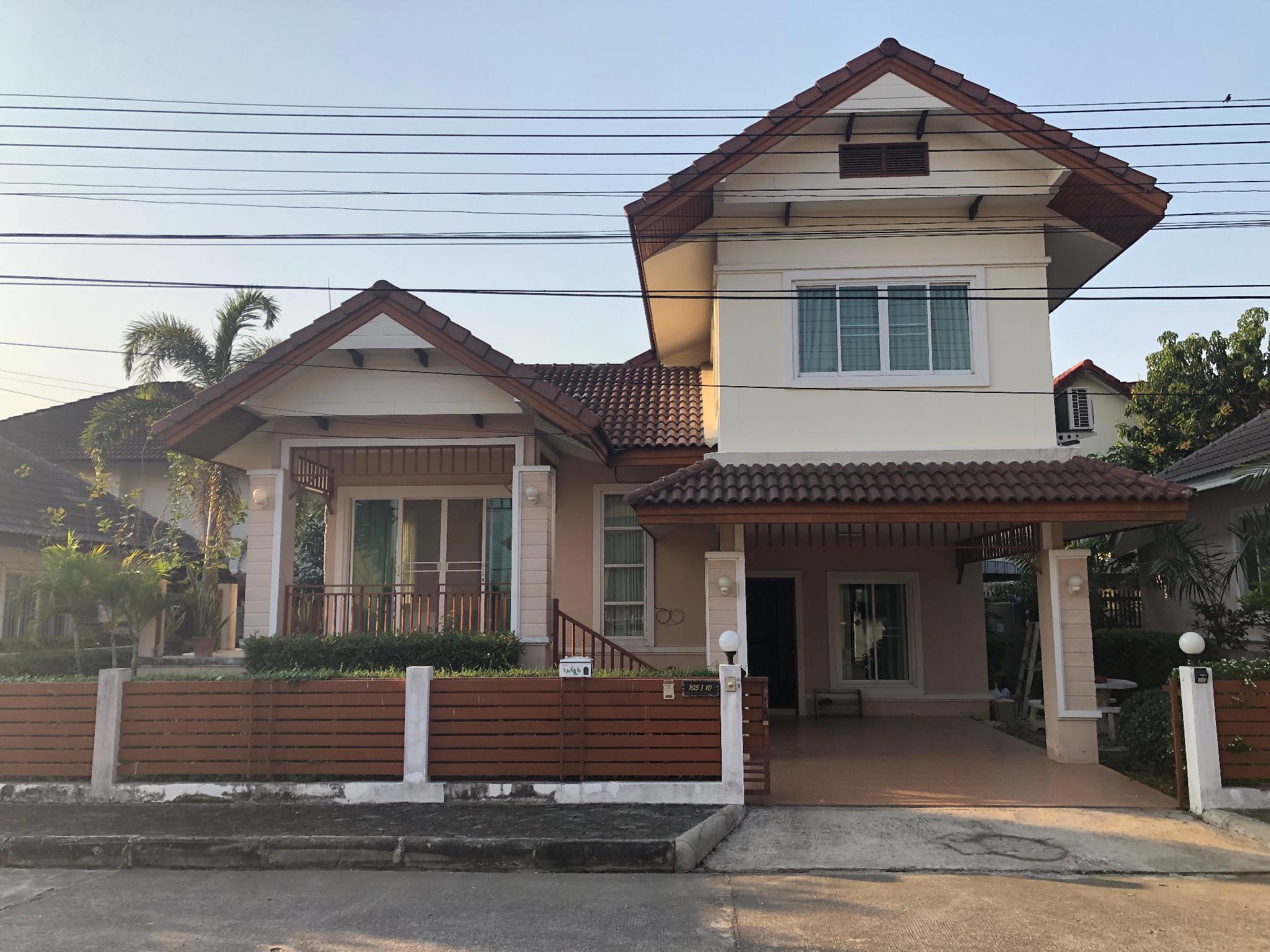 3 Bedroom House On Road Near Maejo University