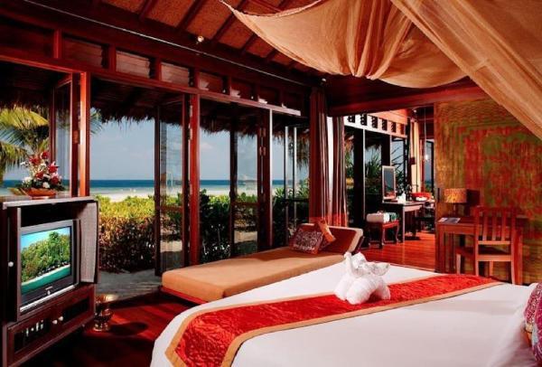 Absolute Beachfront Suite, Amazing Sea Views Koh Phi Phi
