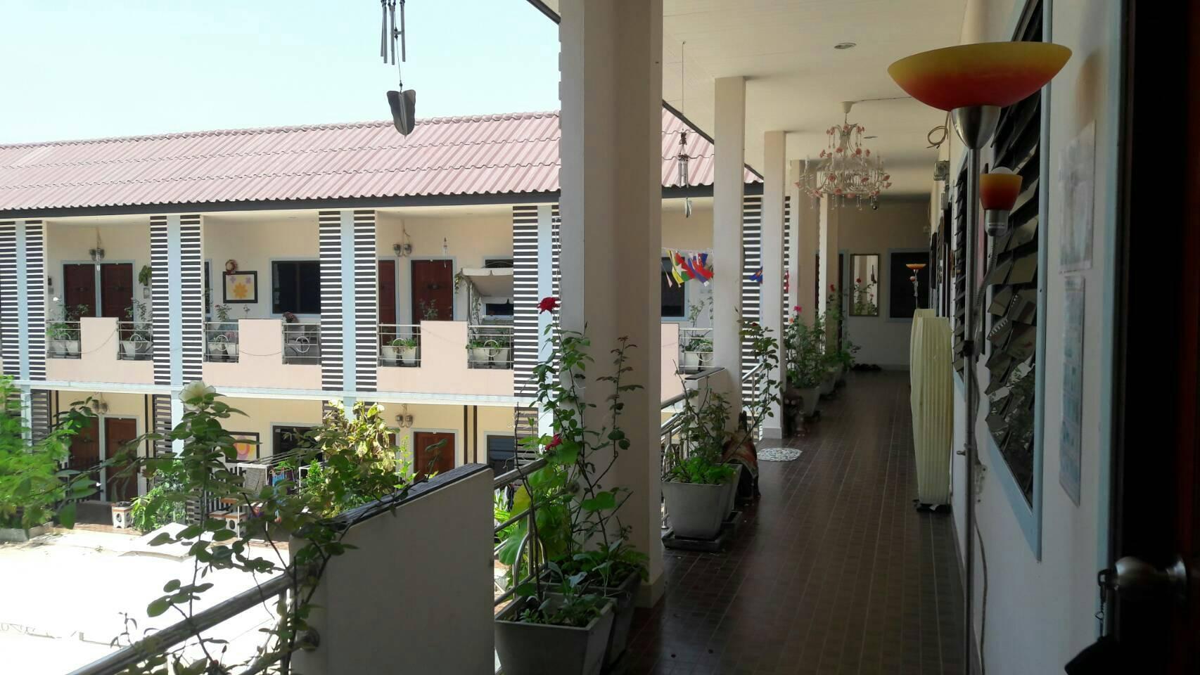 Ban Suan Kularb Surat Thani AirCon Room 3 สตูดิโอ อพาร์ตเมนต์ 1 ห้องน้ำส่วนตัว ขนาด 30 ตร.ม. – ซิตี้เซ็นเตอร์