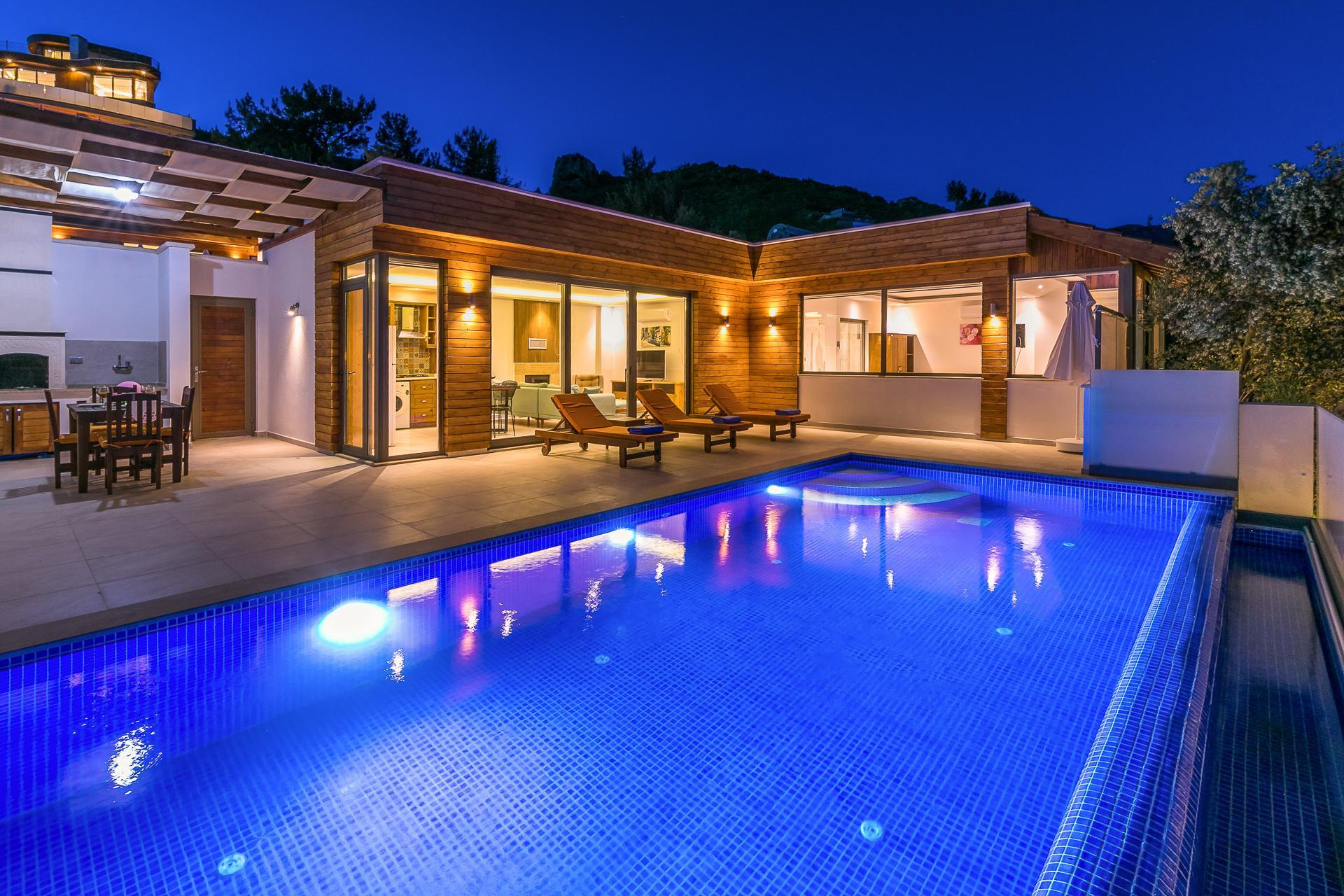 Villa Bella 2 For 4 Isolated Heated Pool Family