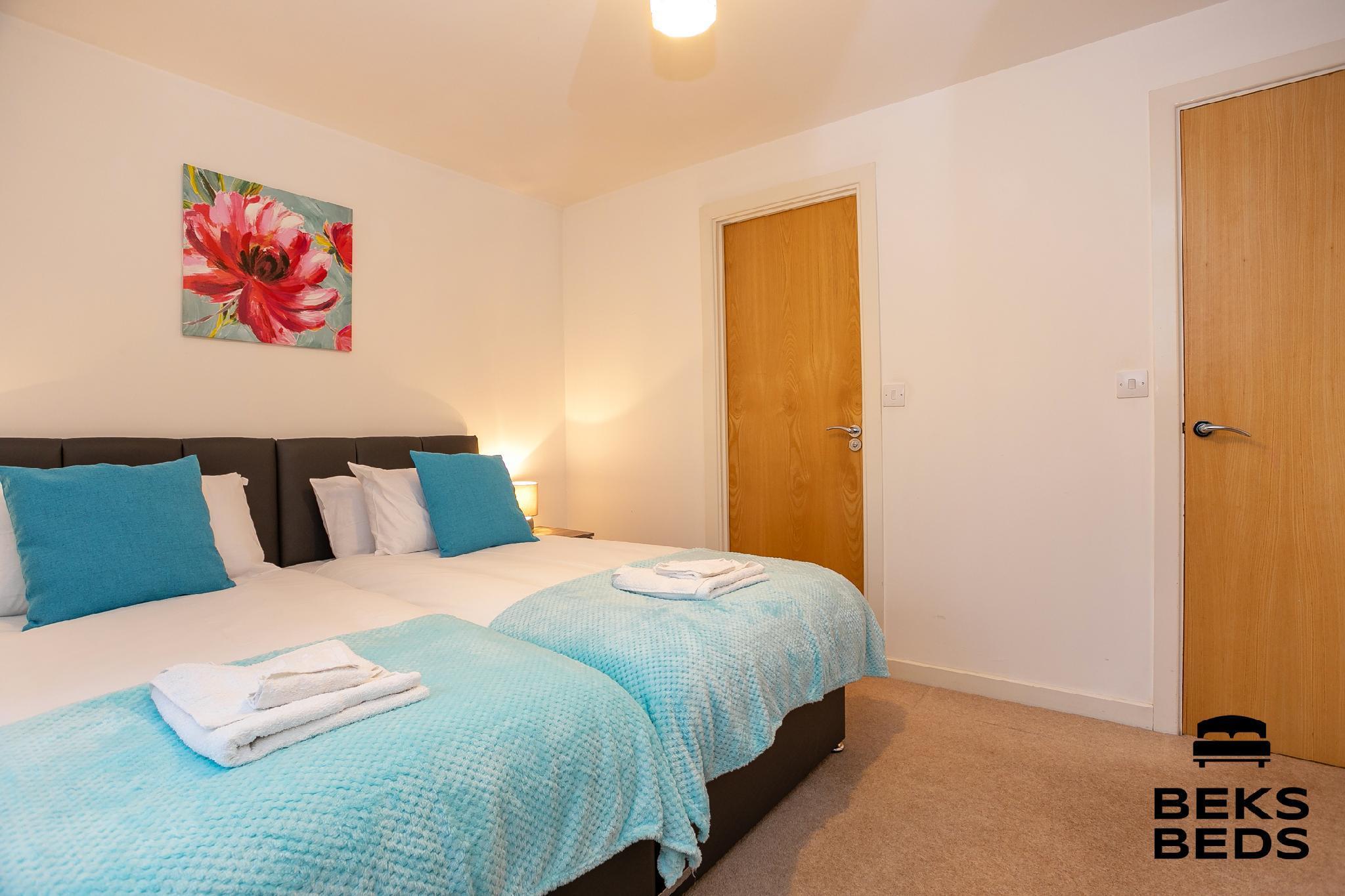 Woodfield Lodge near Gatwick Airport - Beks Beds