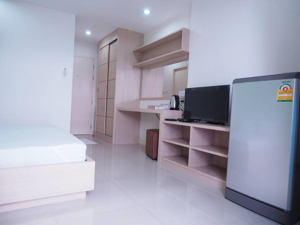 KingBed Room 4 Baan MekMok 64 near BTS