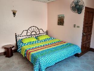 [ラヨーンビーチ]一軒家(240m2)| 3ベッドルーム/3バスルーム Spacious Art-Gallery House on Mae Ramphueng Beach