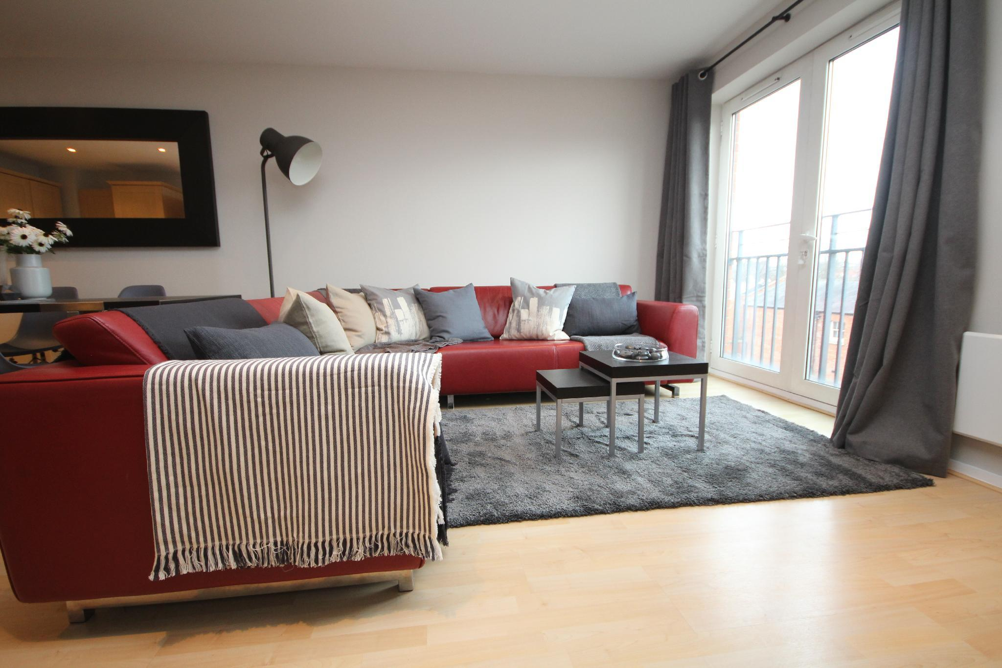 Spacious town centre apartment with parking