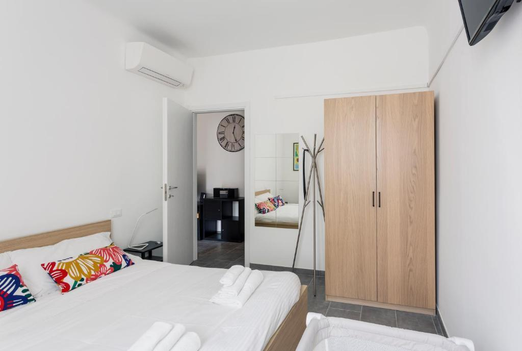 Bright and spacious 3 bedrooms Apt- Paruta