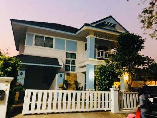 [メーヒア]一軒家(230m2)| 3ベッドルーム/3バスルーム Blue House Thai Style XE-7-