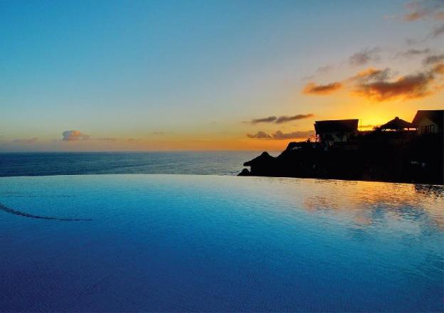 Luxury Cliff W/ Direct Access to a Stunning Beach