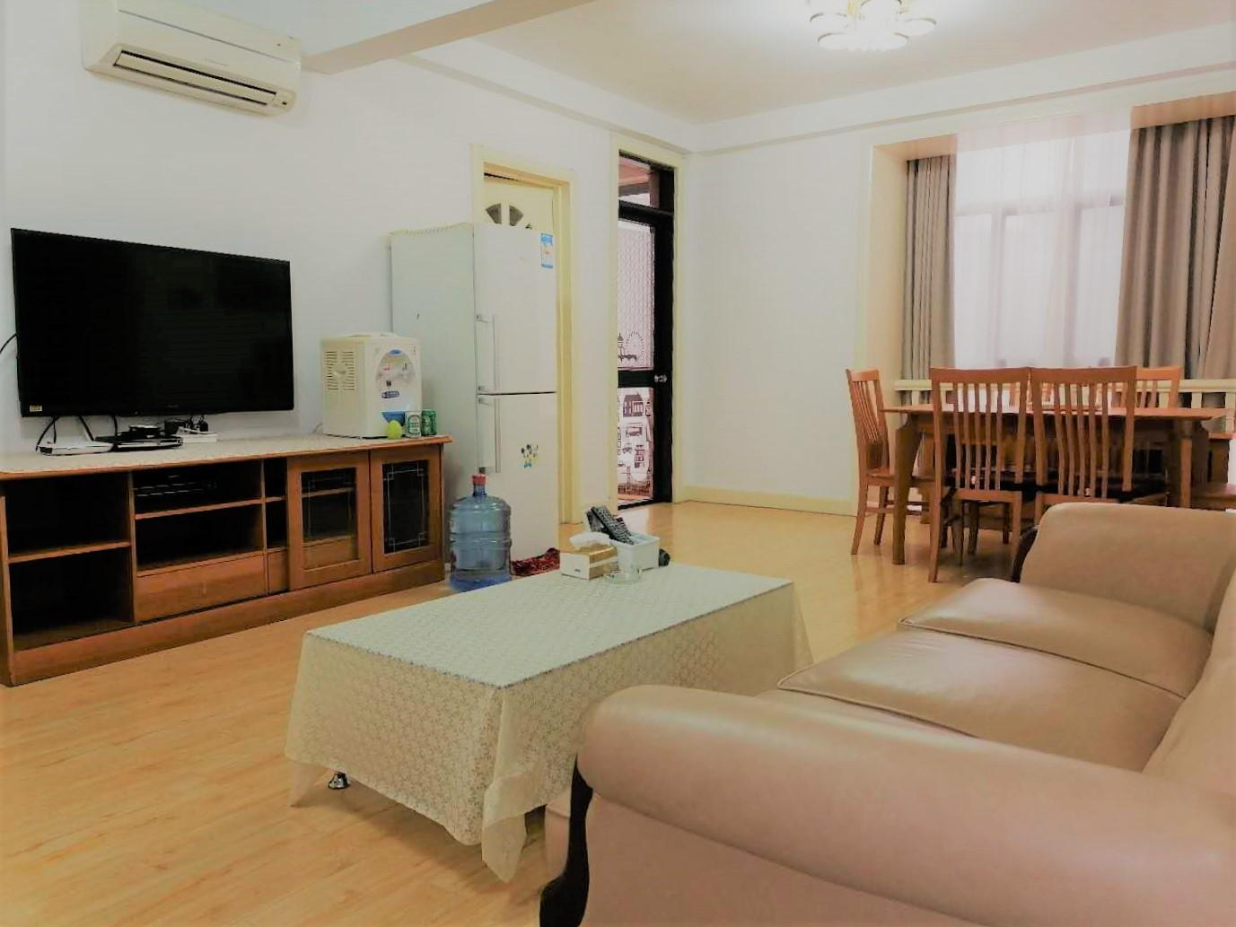 Max 3 guests, good location from hongqiao airport