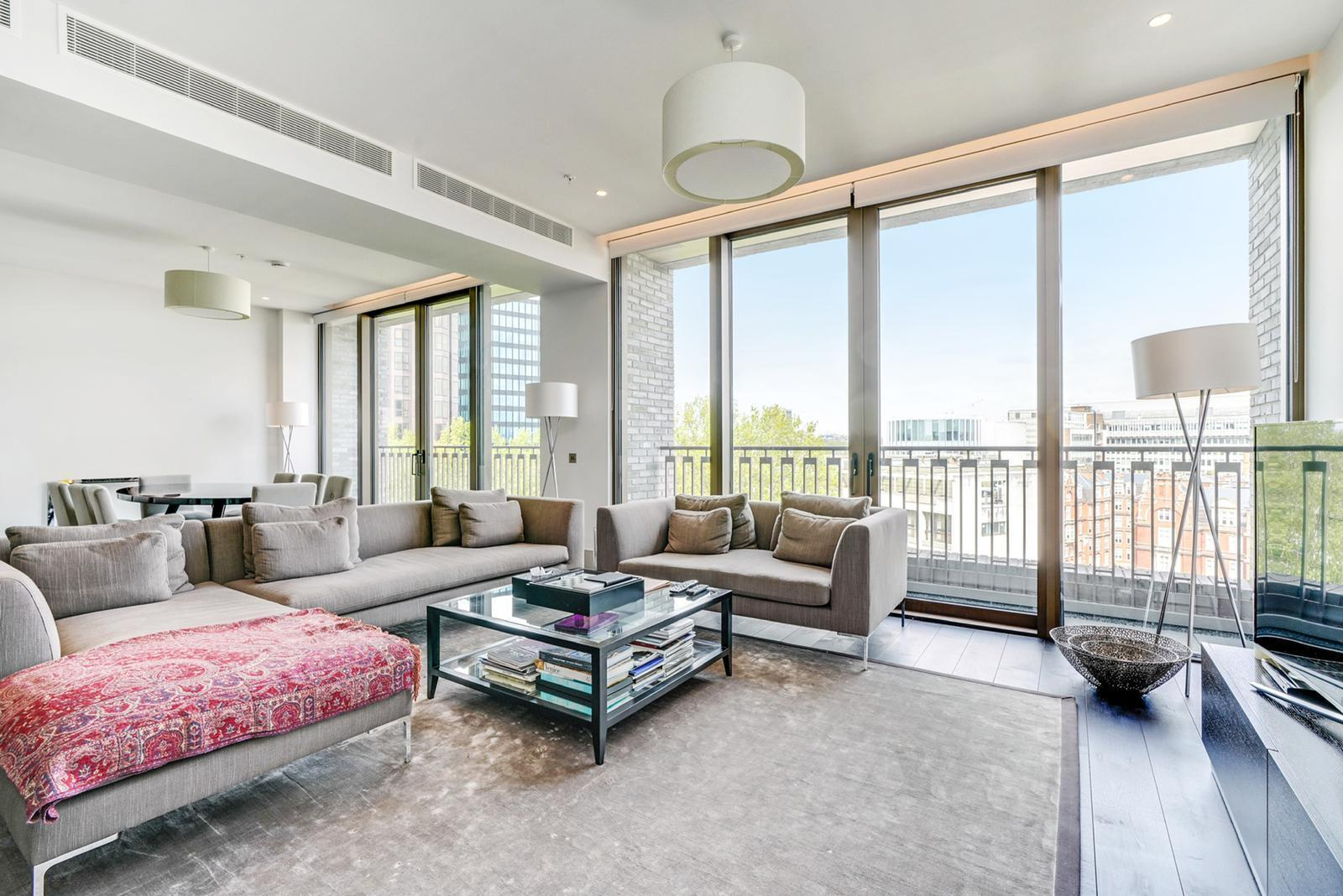 Ultra luxury penthouse with the views over London