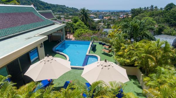 Luxury 4 bed detached villa, infinity pool, chef. Phuket