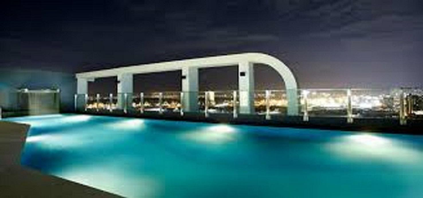 Price ROOFTOP POOL WITH GYM  SHORTWALK TO BTS