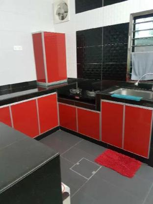 Entire House in Johor 11 Guest near Paradigm Mall.