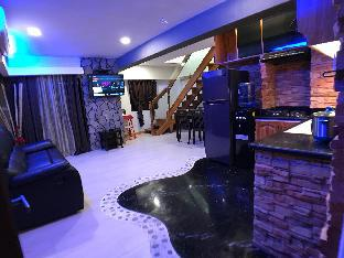 picture 1 of CLOCKWORKORANGE Luxury 2 Bedroom loft near aiport
