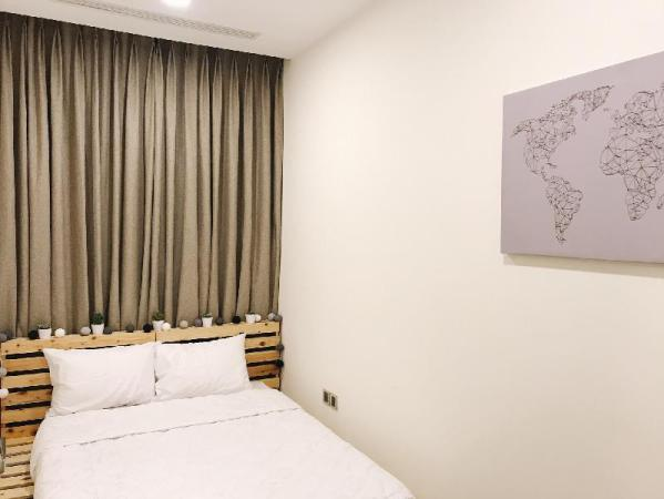 Vinhomes double bed FREE Gym Pool shared bathroom Ho Chi Minh City