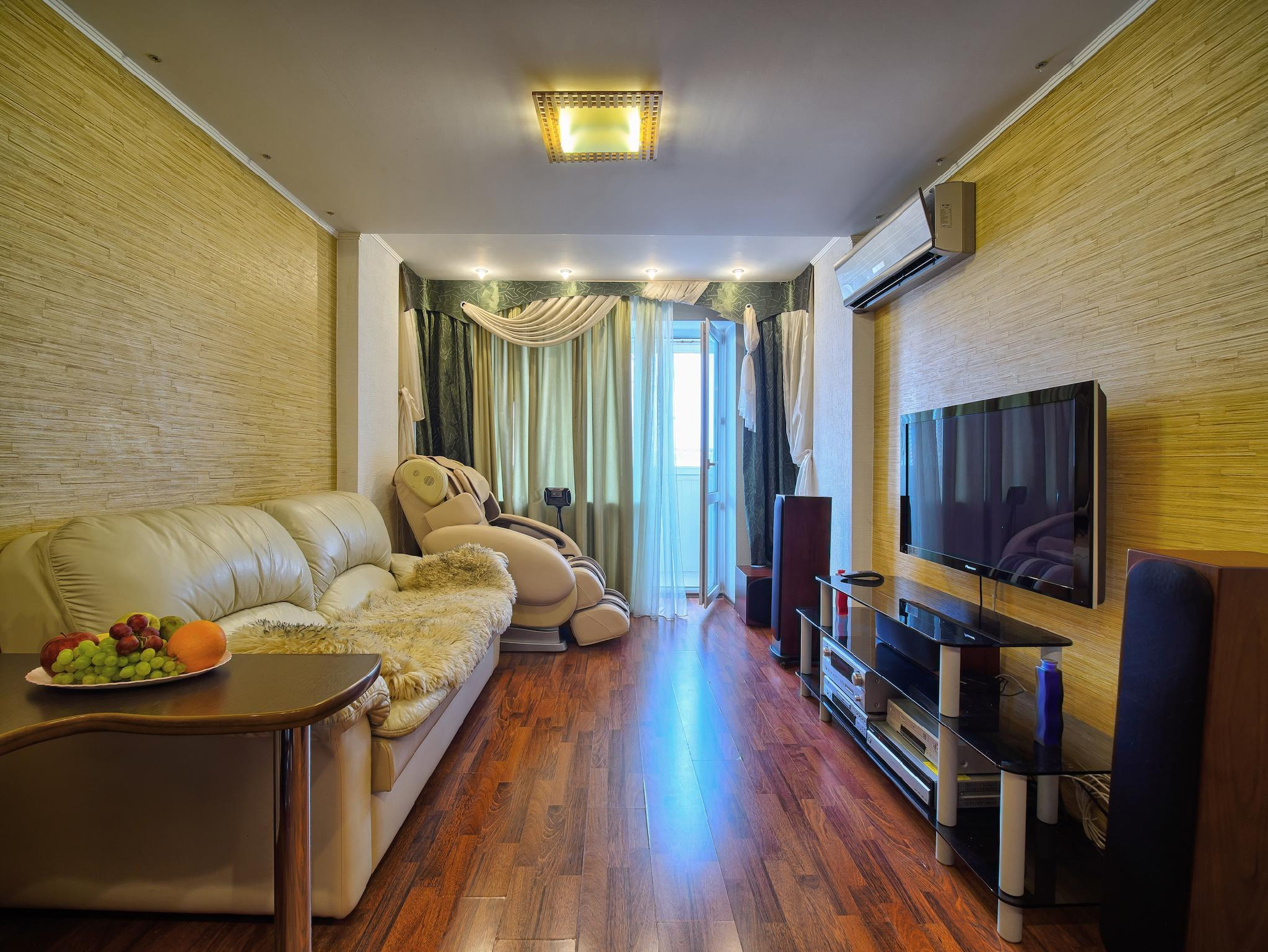 Two Roomed Flat With Massage Chair