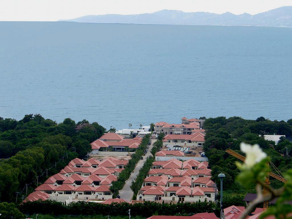 2BR Majestic Residence Villa