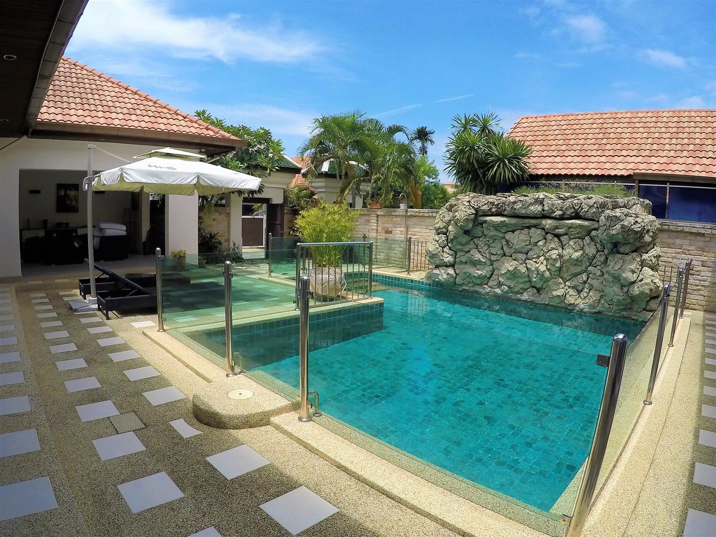 Gorgeous 3 Bedroom  View Talay Villa