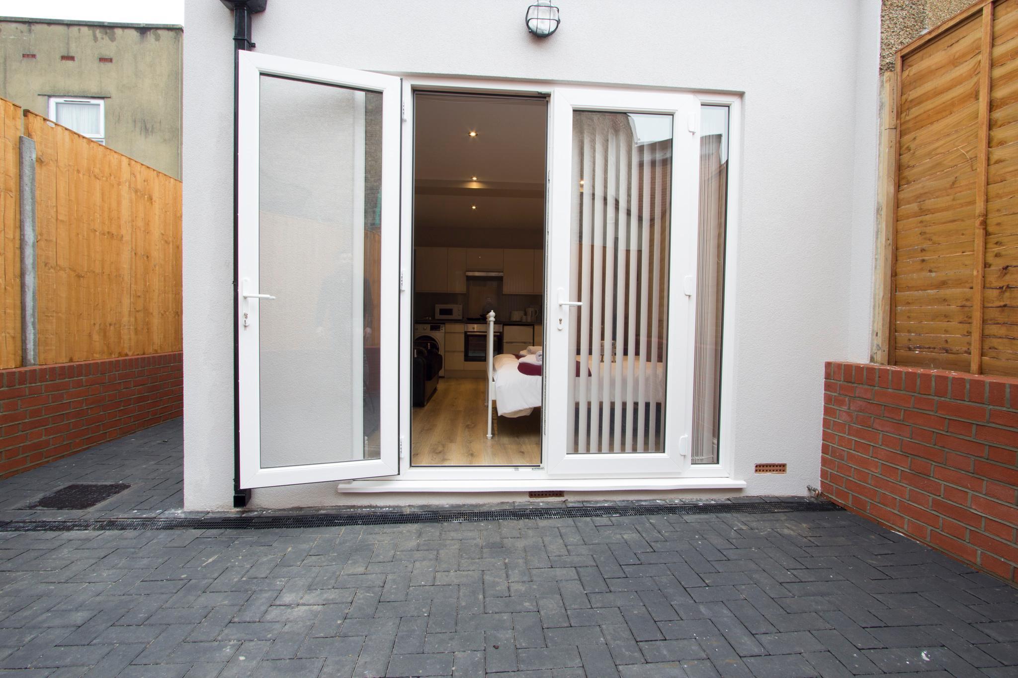 Price Studio with garden in London #CJ4