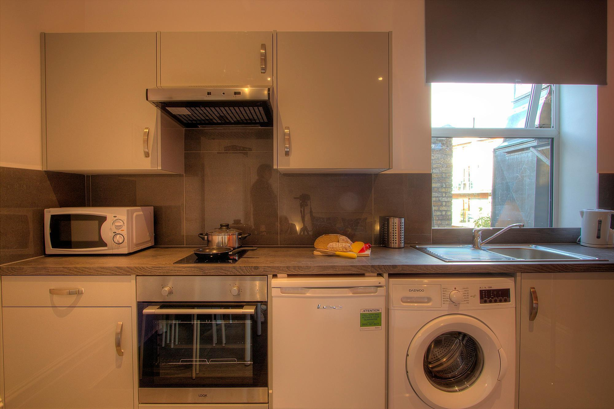 Review Studio close to central London #RED B