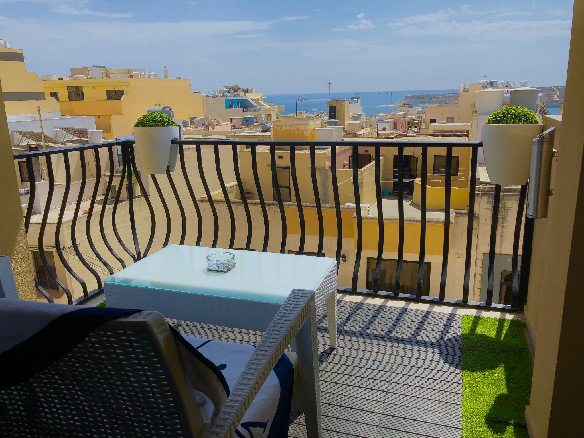 1a. Sea View 2 Bed Apartment Close To Beach