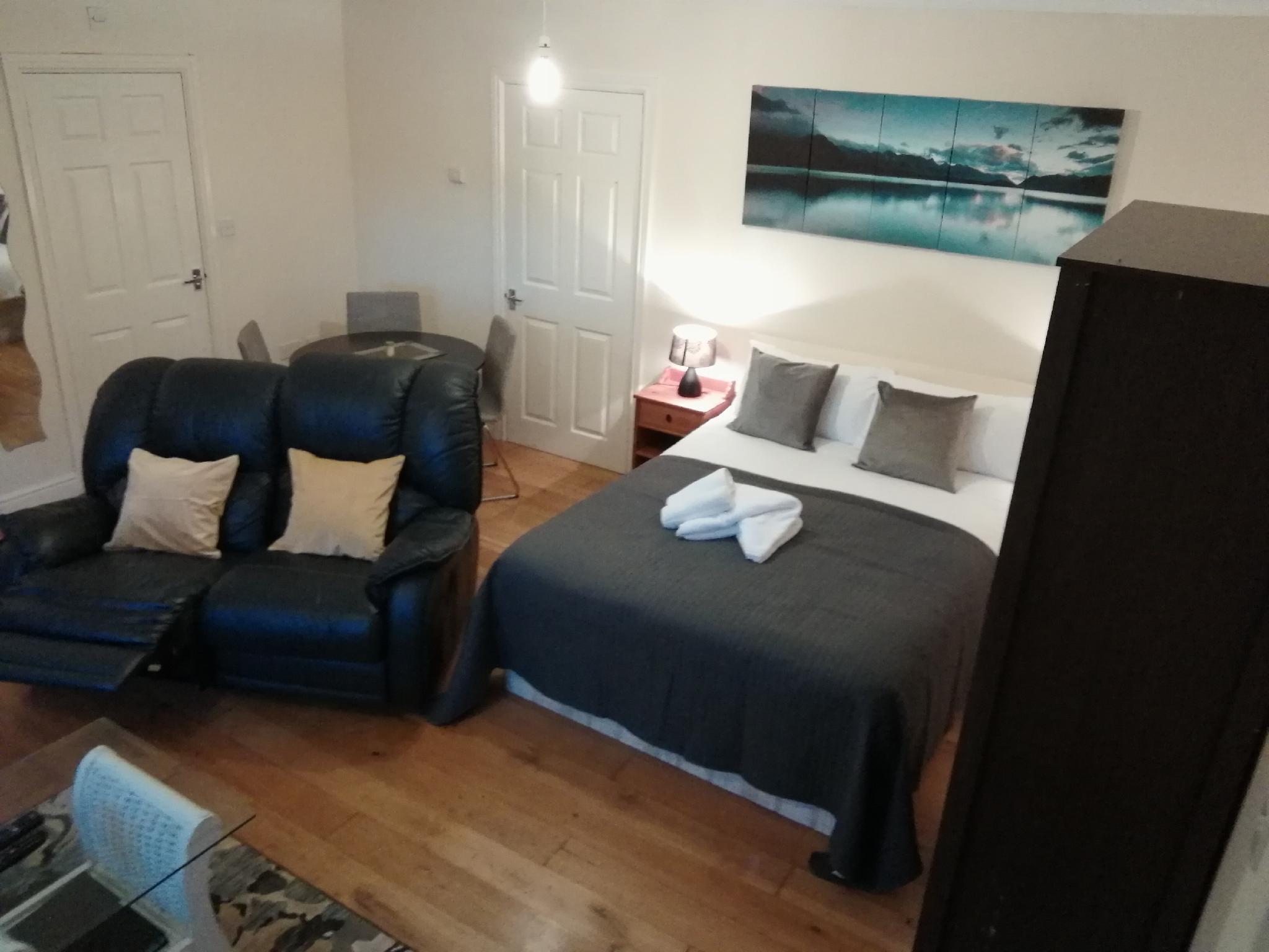 Comfy Apartmet 3 Reviews