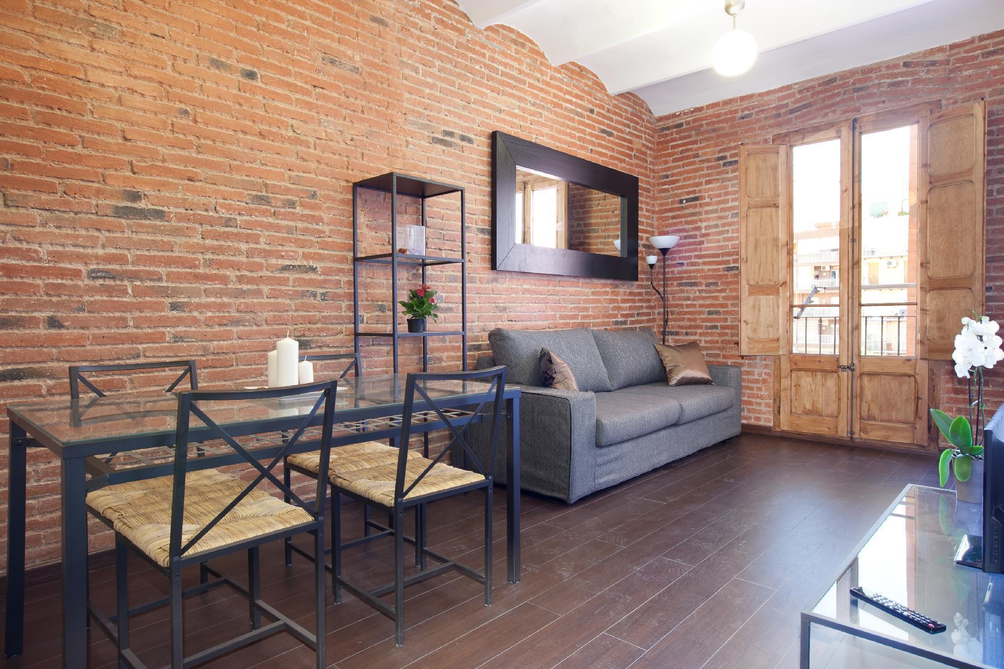 Family two-bedroom flat near Sagrada Familia