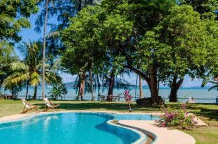 Beach Front Villa, Phiphi & Racha views - Phuket