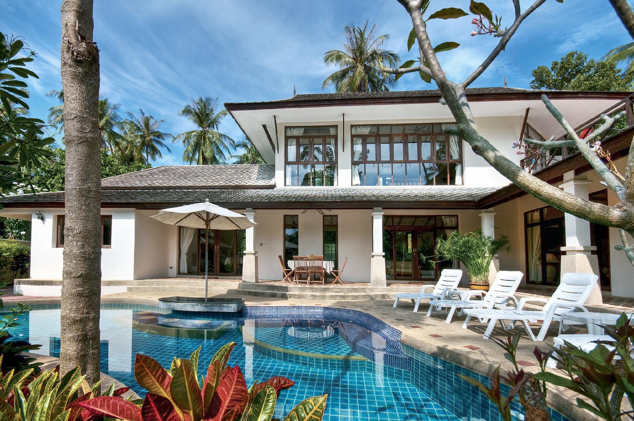 4 Bedroom Villa 1 And 30 Seconds Walk To The Beach