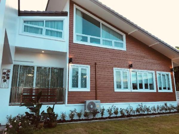 De. Flora Pool Villa Chiang Rai