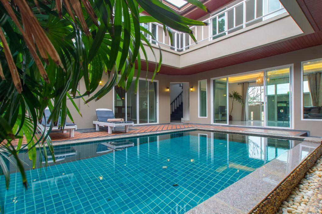 Lounge Pool Villa