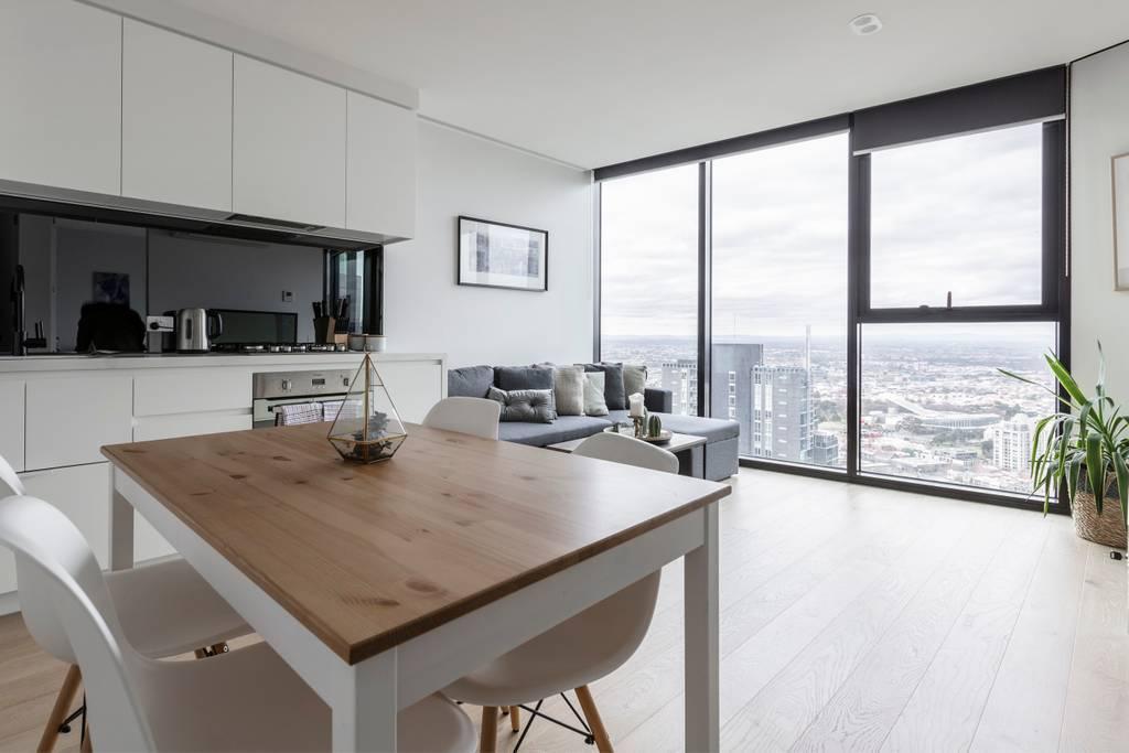 Melbourne CBD Lighthouse Apartment Great Location!