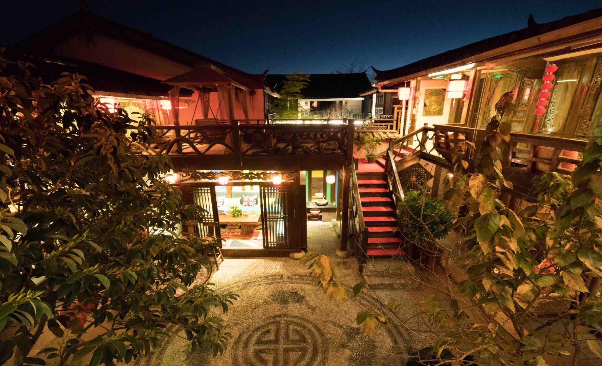 Pure Sun Inn In Naxi Minority Style