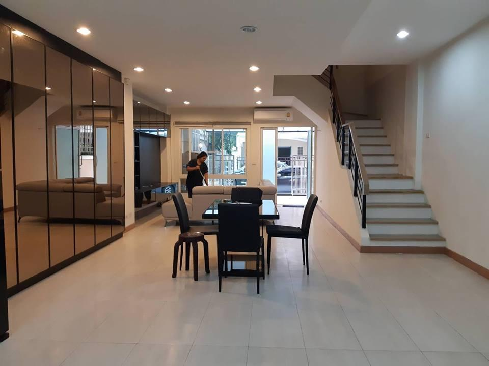 Townhome For Rent   5 Mins Walk To SkytrainandMall