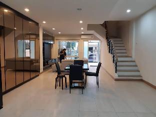 Townhome for rent - 5 mins walk to Skytrain&Mall อพาร์ตเมนต์ 5 ห้องนอน 4 ห้องน้ำส่วนตัว ขนาด 244 ตร.ม. – บางนา