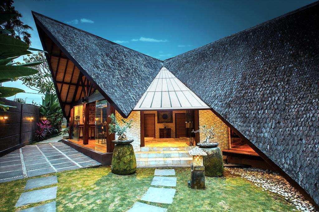 4BDR Wooden Villa In Seminyak District