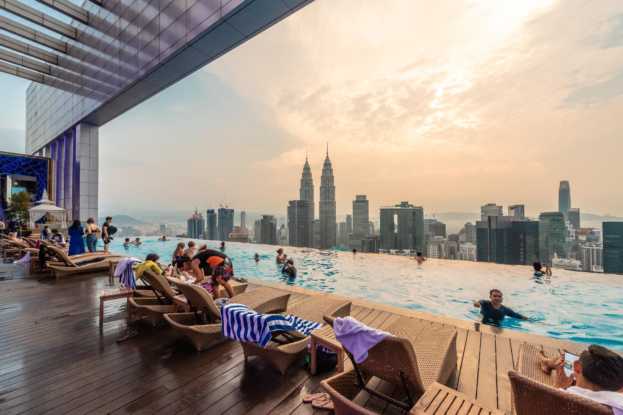 KLCC Twin Towers Infinity Pool 116-16 pax L-16 - Kuala Lumpur