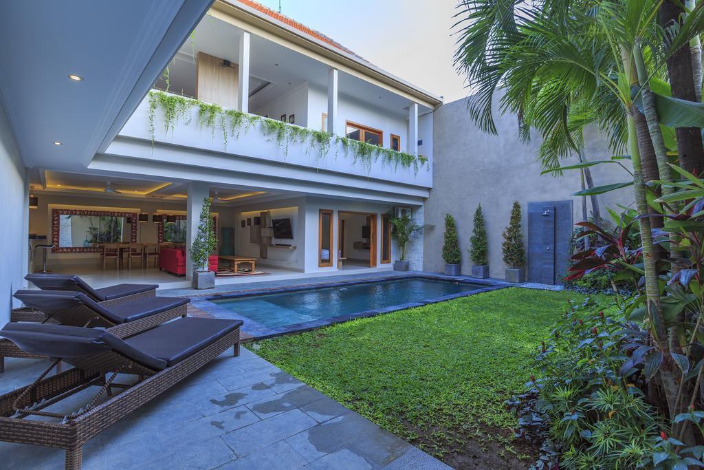5BDR Private Villa Closes Seminyak Square