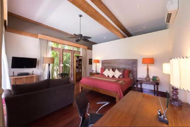Elegant Teak Villa in Canggu- 50m from Beach/Surf