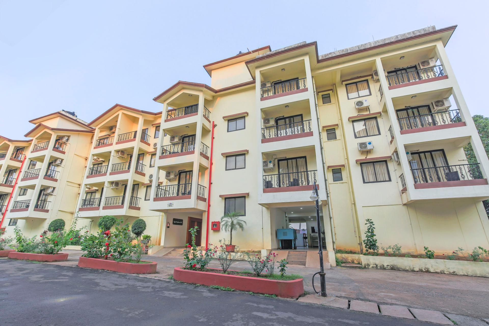 2 BHK With A Pool And Swim Up Bar 70613