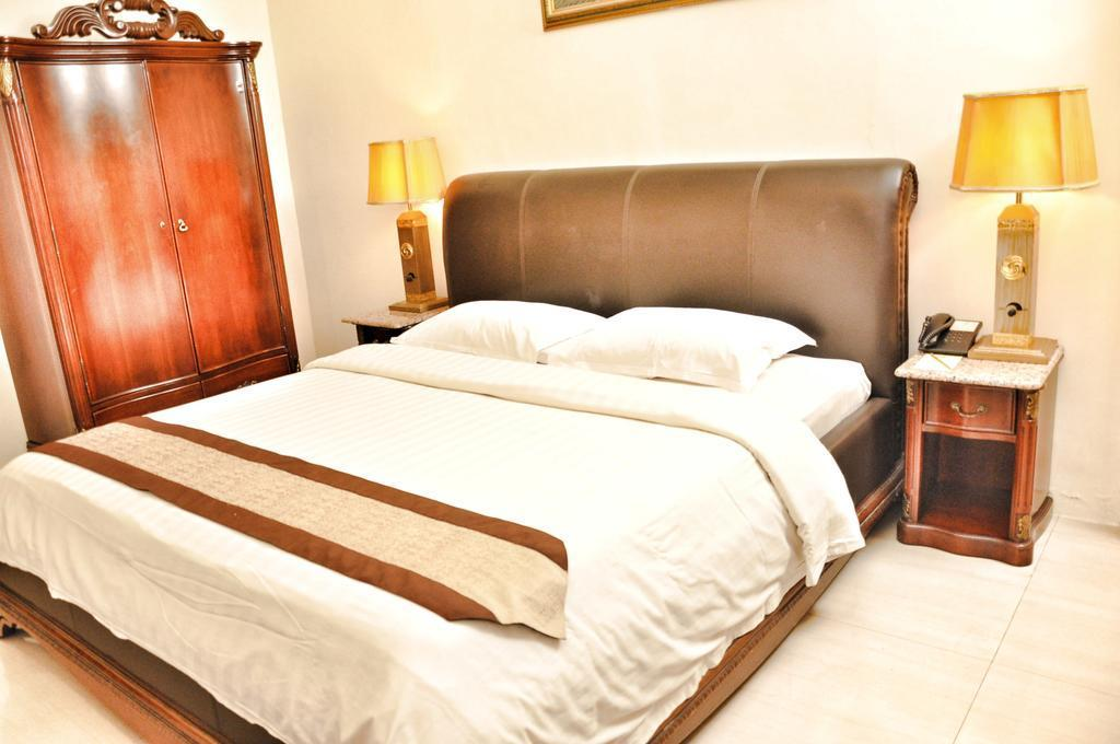 Double Room About 5 Minutes To AlunAlun Malang