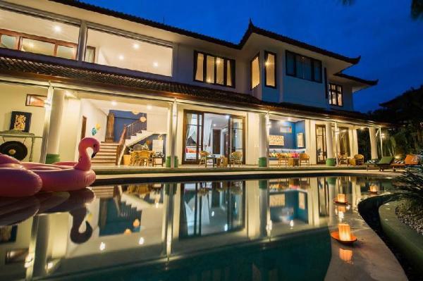 Padi Villa with 4BDR Close to Beach at Canggu Bali