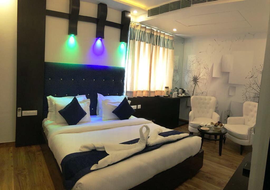 Luxurious Room With Pool Near Taj Mahal