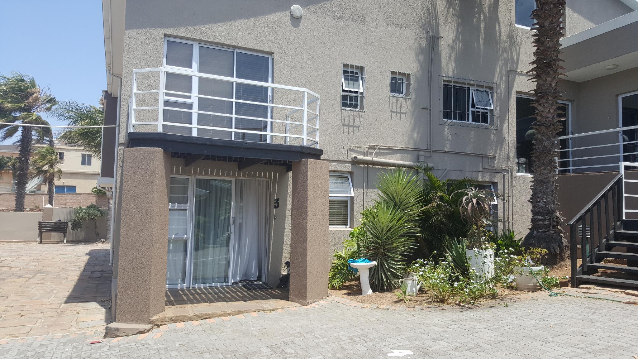 Unit 3 @ 9 La Roche Self Catering Apartments