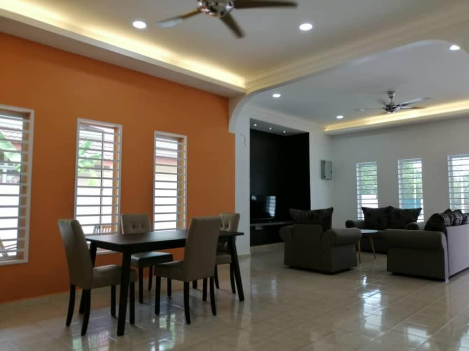 3 Bungalow House  Rent Room Only  Kuala Pilah 2303