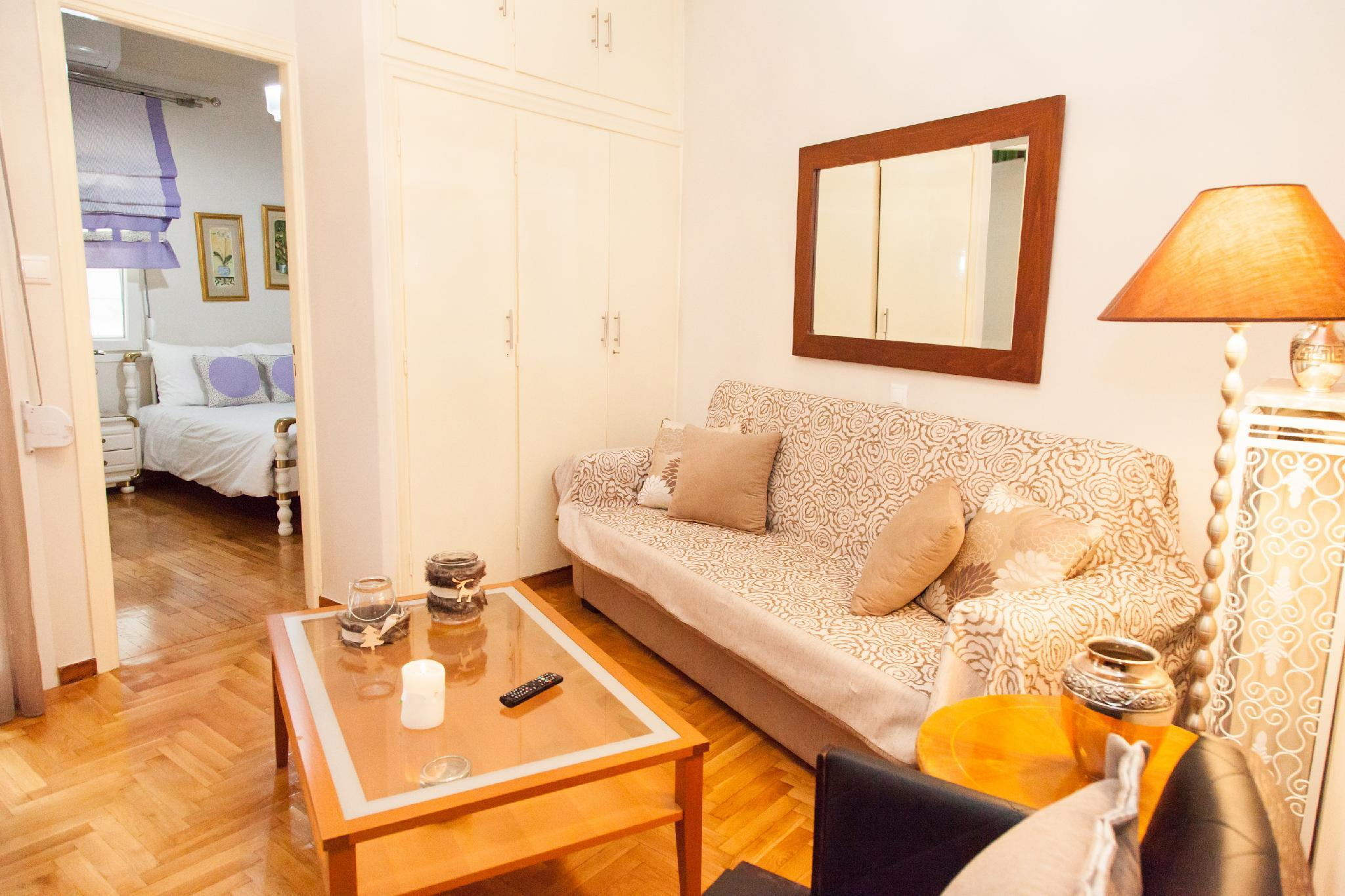 Classic Pied A Terre In Central Athens