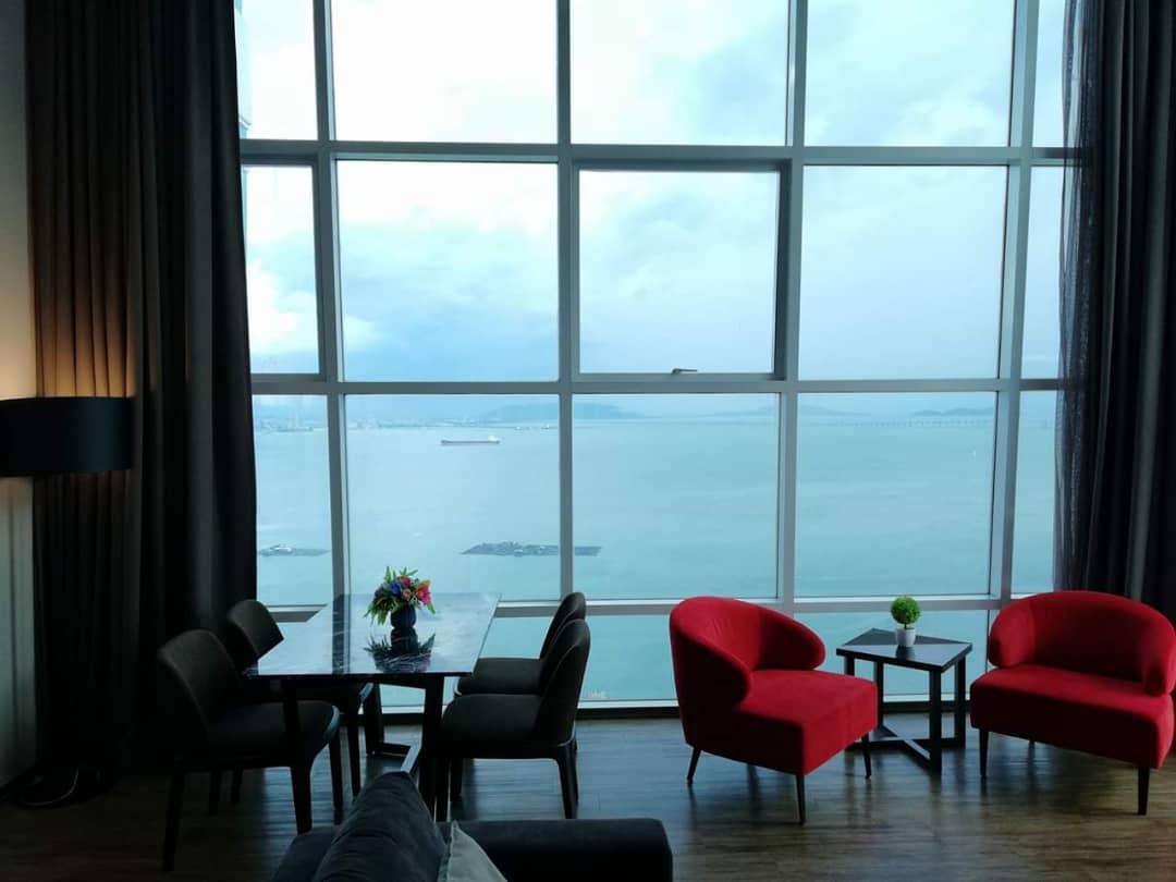 Summertime Maritime Luxury Seaview Suite III