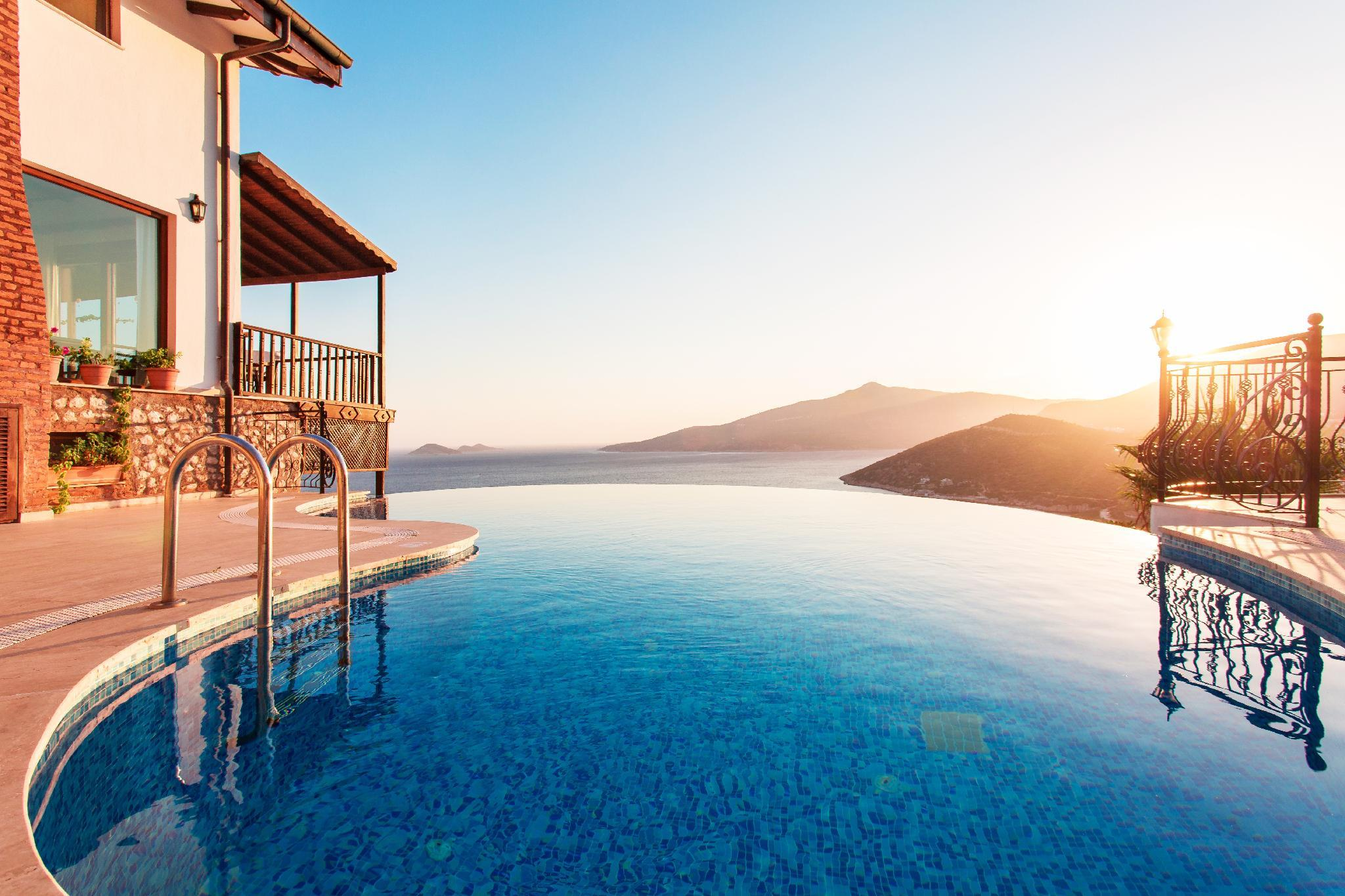 Luxurious Mediterranean Villa With Infinity Pool